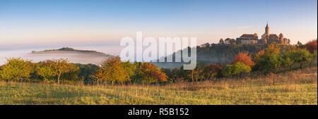 Sonnenaufgang auf der Leuchtenburg, Nebel, Herbst, Thüringen, Deutschland