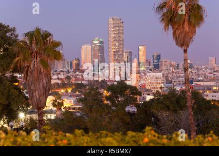 Israel, Tel Aviv, Jaffa, im Stadtzentrum gelegene Gebäude von HaPisgah Gardens Park gesehen - Stockfoto
