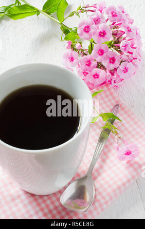 guten morgen karte mit tasse tee und roten wildrose stockfoto bild 81800621 alamy. Black Bedroom Furniture Sets. Home Design Ideas