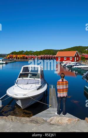 Bunte Boot wirft im Hafen, Sorlandet, Aust-Agder, Norwegen - Stockfoto