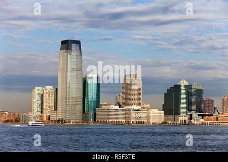 USA, New York City, die moderne Architektur von New Jersey gesehen über den Hudson River von Manhattan - Stockfoto