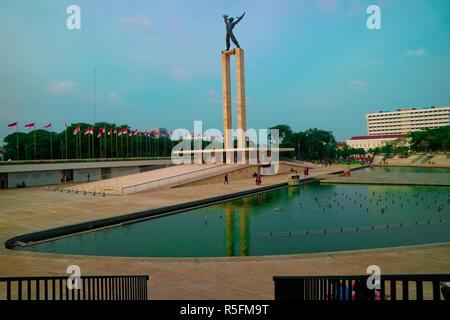 Eine charmante Himmel und Freiheitsstatue an lapangan Banteng - Stockfoto