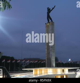Freiheitsstatue auf lapangan Banteng auf Blau moment - Stockfoto