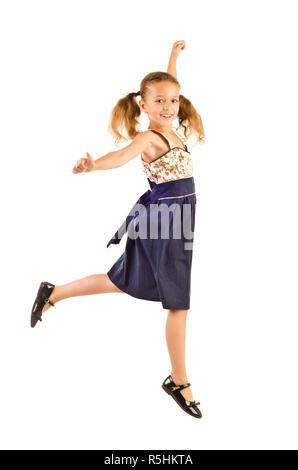 Springen kleines Mädchen auf weißem Hintergrund - Stockfoto
