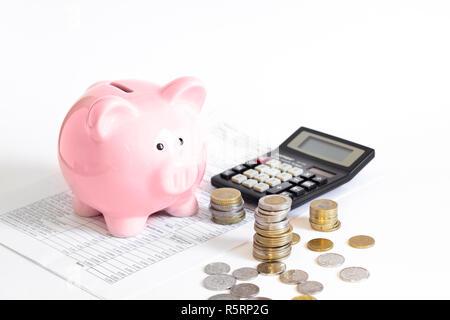 Sparschwein mit Münzen und Rechner - Stockfoto