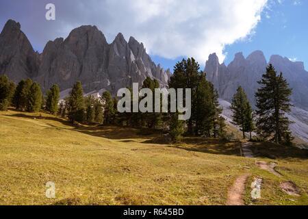 Naturpark Puez-Geisler Park im Sonnenuntergang. Gröden Alta Badia. Italien. - Stockfoto
