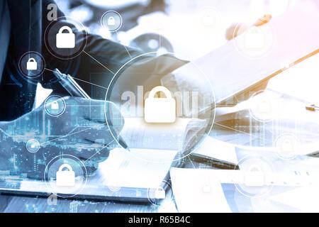 Double Exposure Geschäftsmann schreibt business plan und Sicherheit - Stockfoto