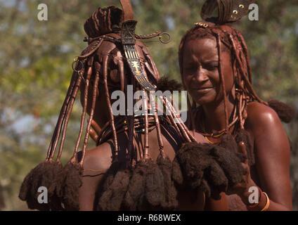 Himba Frauen tanzen, Cunene Provinz, Oncocua, Angola - Stockfoto