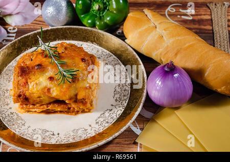 Hähnchen Lasagne leckere Low Key dish - Stockfoto