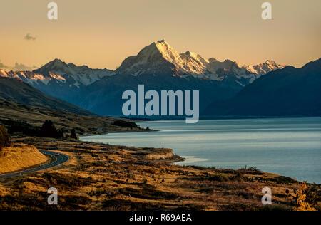 Straße zum Mount Cook der höchste Berg in Neuseeland - Stockfoto