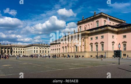 Die Westseite der Staatsoper Unter den Linden in Berlin. - Stockfoto