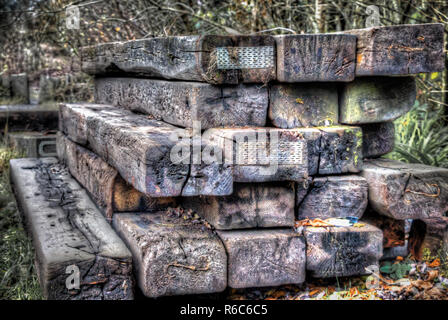 Gestapeltes Holz Stapel an einem Park im Nelson Caerphilly South Wales UK 2013 - Stockfoto