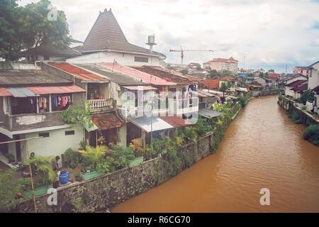 Fluss durch die Stadt fliessen Bukittingi - Stockfoto