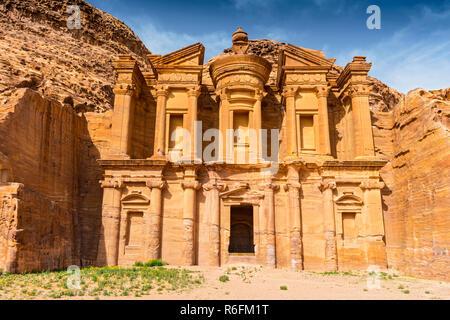 Alte Gruft in den Fels gehauen, Ed Deir (das Kloster) Petra, Jordanien, Asien - Stockfoto