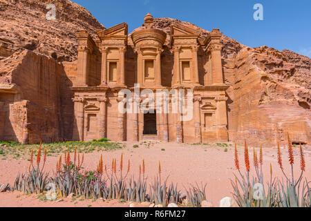 Das Kloster, alte Gruft Carved In The Rock, (Ed Deir) Petra, Jordanien, Asien - Stockfoto