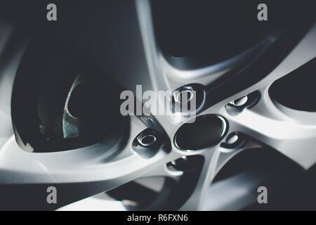Moderne Automobil Rad auf Leichtmetall-disc - Stockfoto
