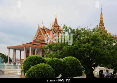 Wat Preah Keo Morokat aka Silber-Pagode aka Tempel des Smaragd-Buddha, Phnom Penh, Kambodscha - Stockfoto