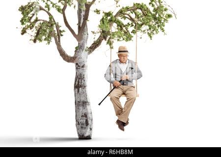 Einsamer reifer Mann auf einer Schaukel hängt an einem Ast auf weißem Hintergrund - Stockfoto