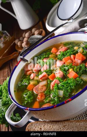 Eine leckere Suppe Kale - Stockfoto