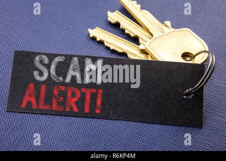 Handschriftlichen text übersicht scam Alert. Business Konzept schreiben für Betrug Warnung auf Papier zu dem Schlüssel, schwarzer Hintergrund mit Platz befestigt Nahaufnahme geschrieben - Stockfoto