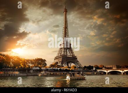 Wolken über Paris - Stockfoto