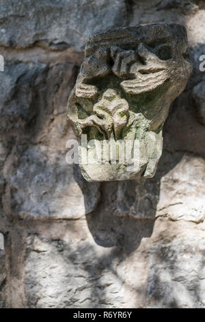 Fragment eines beschädigten seltsame Skulptur - Stockfoto