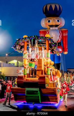 Orlando, Florida - Dezember, 2017: Es ist Weihnachten mit Zinnsoldaten in Universal's Holiday Parade mit Macy's - Stockfoto