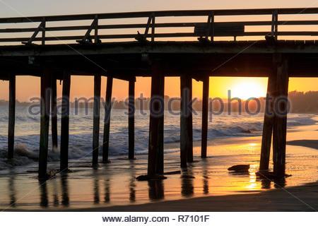 Sonnenuntergang über Seacliff State Beach - Stockfoto