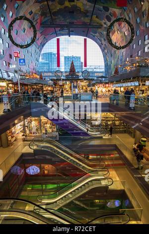 Die moderne Wohn- und Gewerbeimmobilien Entwicklung, Markthal, Markthalle, in Rotterdam, Niederlande - Stockfoto