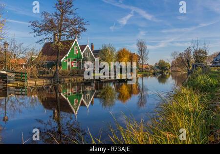 Zaanse Schans, Niederlande - ein wahres Freilichtmuseum Zaanse Schans präsentiert eine Sammlung von gut erhaltenen historischen Windmühlen und Häuser