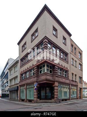 Halle/Saale, Neunhäuser 5, Wohn-u Geschäftshaus, erbaut 1927, expressionistischer Ziegelbau mit Werksteingliederung, vormals Sporthaus Schnee - Stockfoto