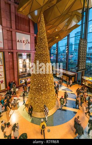 Alexa Shopping Center, Weihnachtsbaum, Interieur, Berlin - Stockfoto