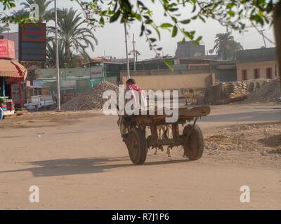 Straßenszene in Kairo Ägypten Radfahrer - Stockfoto