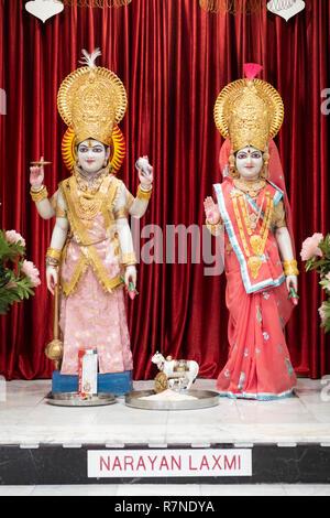 Statuen von Gottheiten und Laxmi Narayan im Alter innerhalb der Geeta Tempel in der Corona, Queens, New York City - Stockfoto