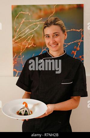 Italien, Apulien, Otranto, der Küchenchef Cristina Conte in seinem Restaurant Laltro Baffo - Stockfoto