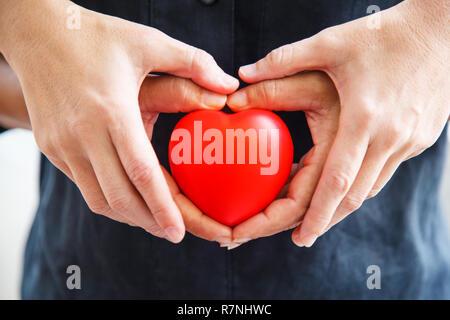 Zu sich gegenseitig helfen ist liebe 57+ Liebe