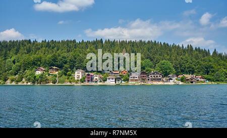 Panoramablick über Hafen Titi ein kleines Dörfchen in der Nähe von grangettes Doubs Frankreich, am linken Ufer des Lake Saint Punkt befinden, Port-Titi wurde an der beg gebaut - Stockfoto