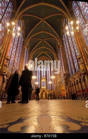 Frankreich, Paris, Bereich als Weltkulturerbe von der UNESCO, der Ile de la Cite, die Sainte Chapelle (die Heilige Kapelle), die Glasfenster der Oberen Kapelle aufgeführt - Stockfoto