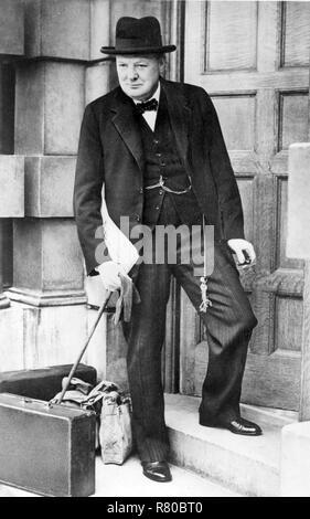 WINSTON CHURCHILL (1874-1965) Eingabe der Admiralty House als Erster Lord der Admiralität am 4. September 1939 - Stockfoto