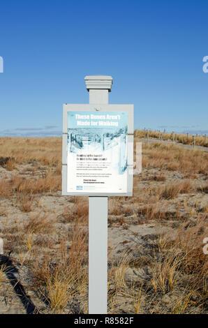 Diese Dünen sind nicht für wenige Zeichen an Scusset Beach Cape Cod im Sagamore, Bourne veröffentlicht, Massachusetts, USA - Stockfoto