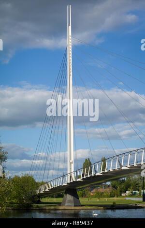 Die Christchurch Rad- und Fußgängerbrücke über die Themse in Caversham und Lesen - Stockfoto