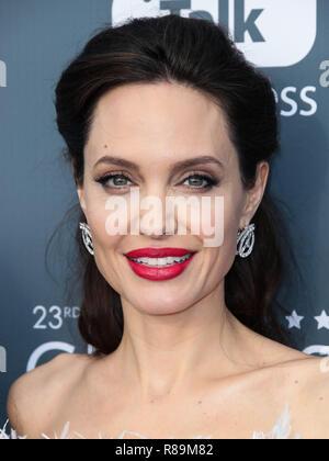 Blondine Bridget Jolie bekommt tag zusammen