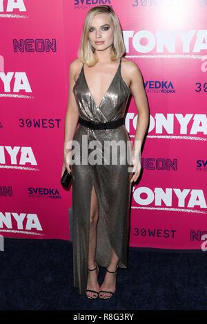 """HOLLYWOOD, Los Angeles, CA, USA - Dezember 05: Margot Robbie am Los Angeles Premiere von """"Neon"""" Ich, Tonya' an das Ägyptische Theater statt am 5. Dezember 2017 in Hollywood, Los Angeles, Kalifornien, Vereinigte Staaten. (Foto von Xavier Collin/Image Press Agency) - Stockfoto"""