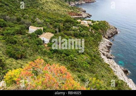 """Typische kleine Haus am Naturpark """"Riserva dello Zingaro"""", San Vito Lo Capo, Sizilien, Italien - Stockfoto"""