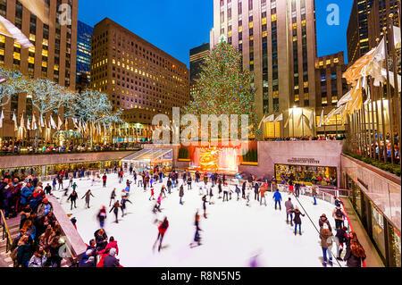 Rockefeller center weihnachtsbaum und eisbahn stockfoto bild 21104110 alamy - Weihnachtsbaum rockefeller center ...