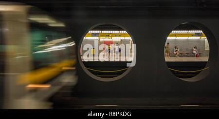 Horizontale Ansicht der Metro in Mailand, Italien.