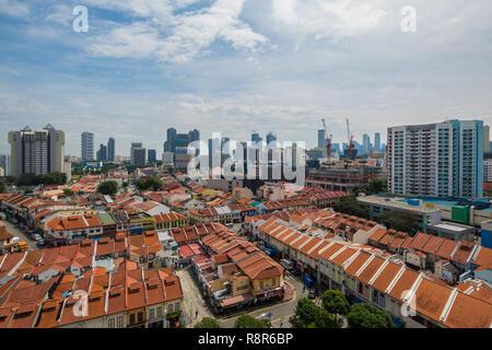 Luftaufnahme von geschäftshäusern in Little India, die hohen Gebäude hinter der modernen Skyline von Singapore. Ist buchstäblich sehen Transformation - Stockfoto