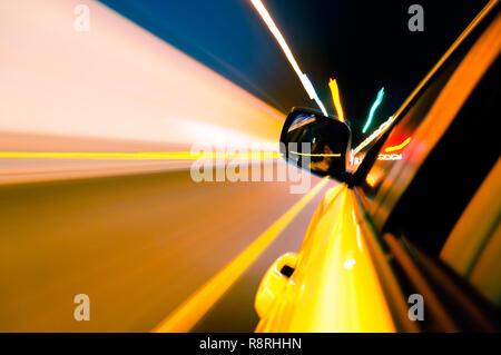 High-speed Auto im Tunnel, Bewegungsunschärfe - Stockfoto