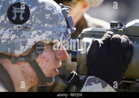 Entfernungsmesser Us Army : Us armee pvt. daniel malo ein feuer kontrolliert fachmann mit der