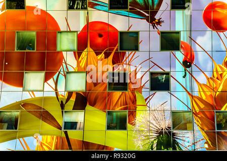 Moderne Kunst an der Decke der Halle, mit seinen vielen Geschäften im Zentrum und Apartments in der äußeren Hufeisen in Rotterdam, Niederlande - Stockfoto